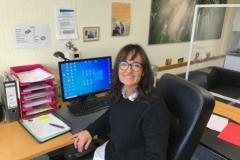 Frau Adendorf, Schulsekretärin